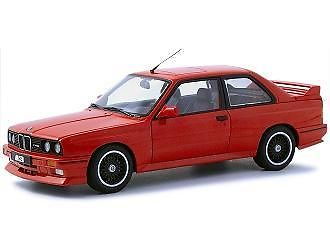 BMW 120i in de kleur rood